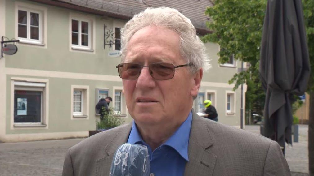Günter Schulz gibt ein Interview