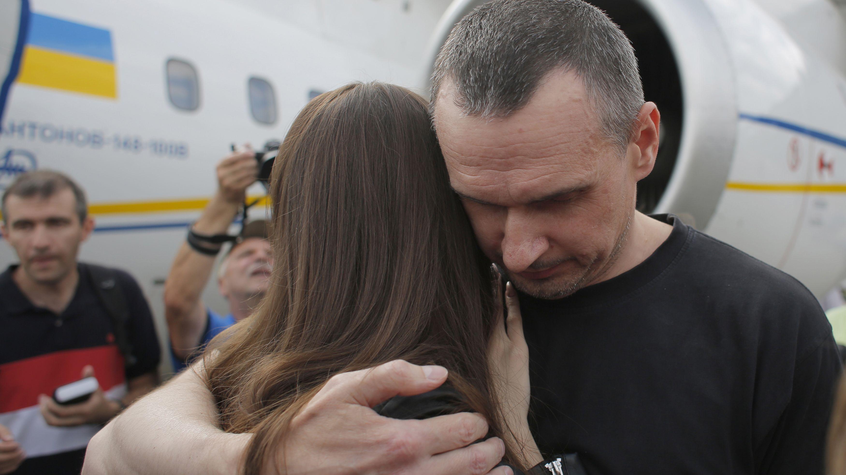 Auf diese Umarmung mussten sie fünf Jahre warten: Oleg Senzow und seine Tochter Alina