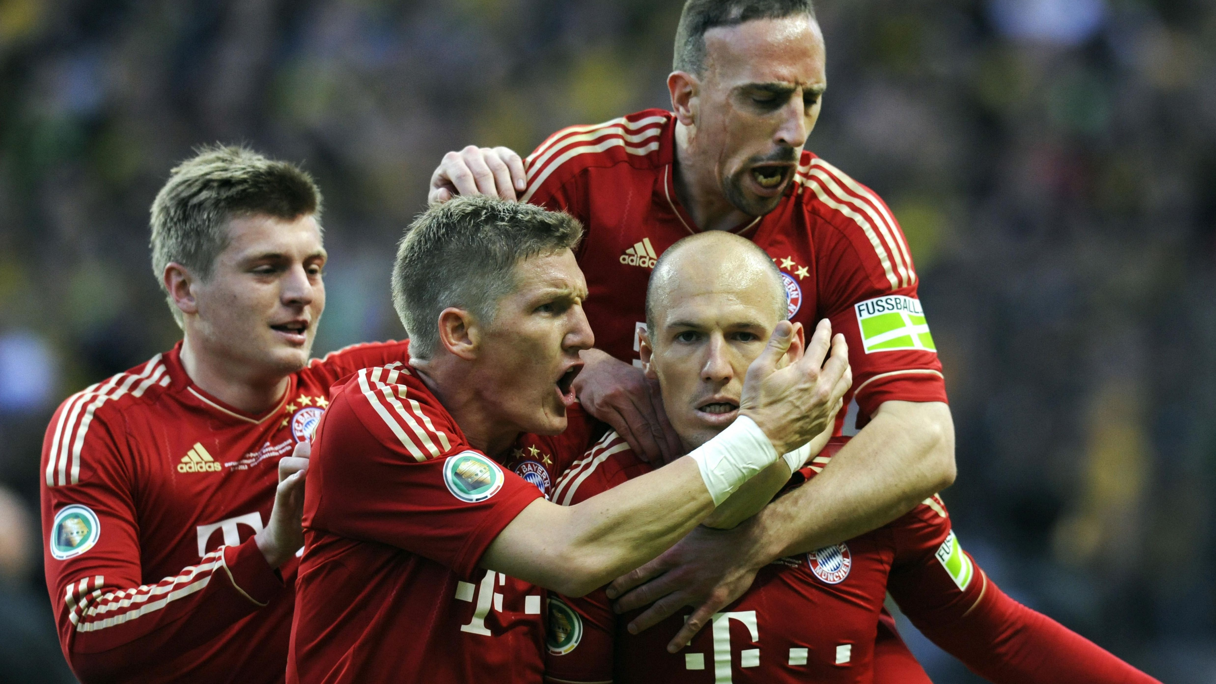 Arjen Robben mit Toni Kroos, Bastian Schweinsteiger und Franck Ribery