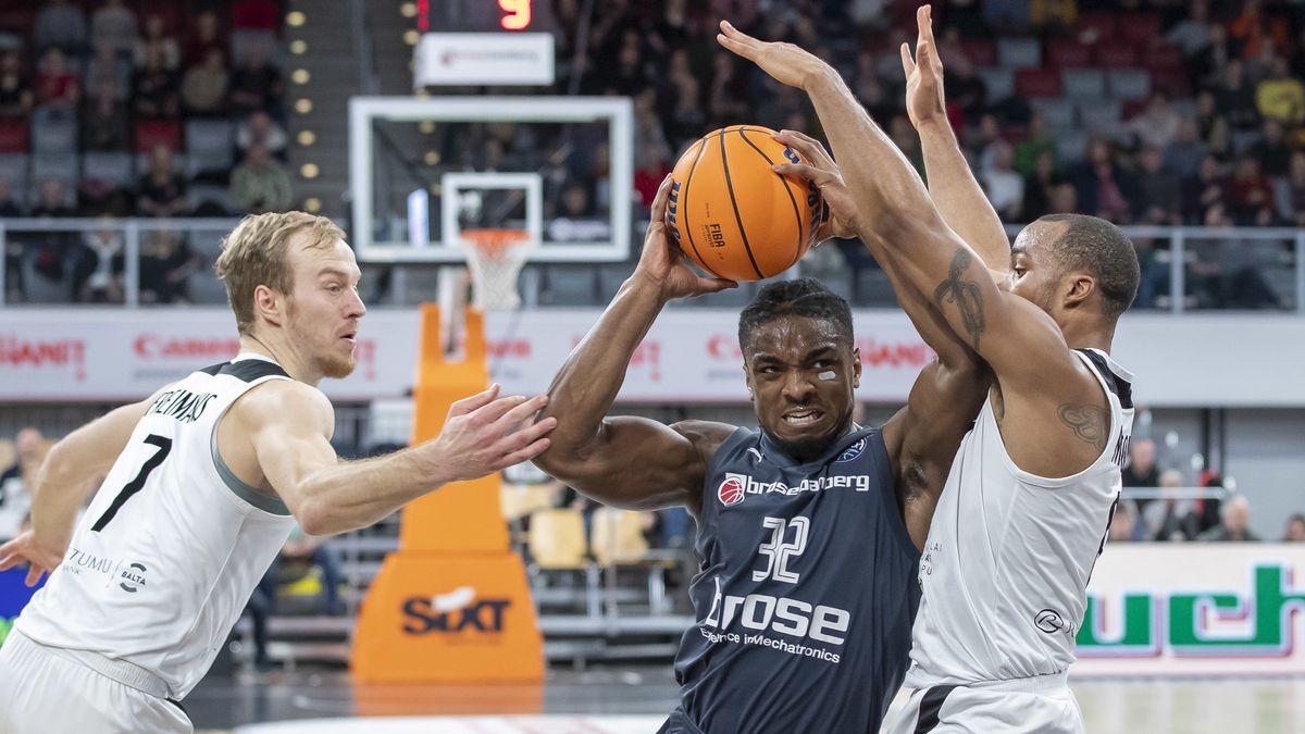 Spielszene aus der Partie Bamberg gegen Riga