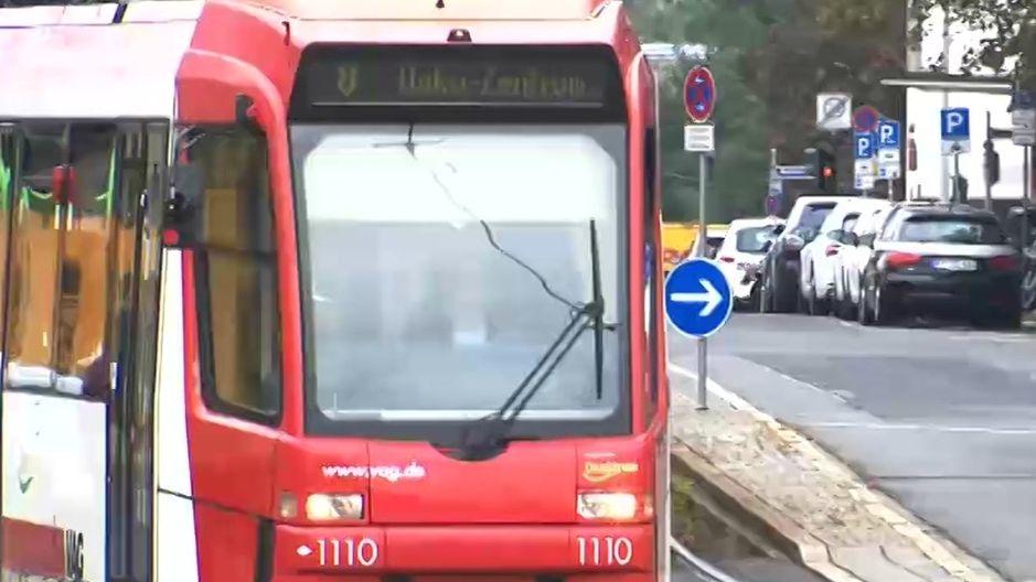 Eine Straßenbahn in Nürnberg