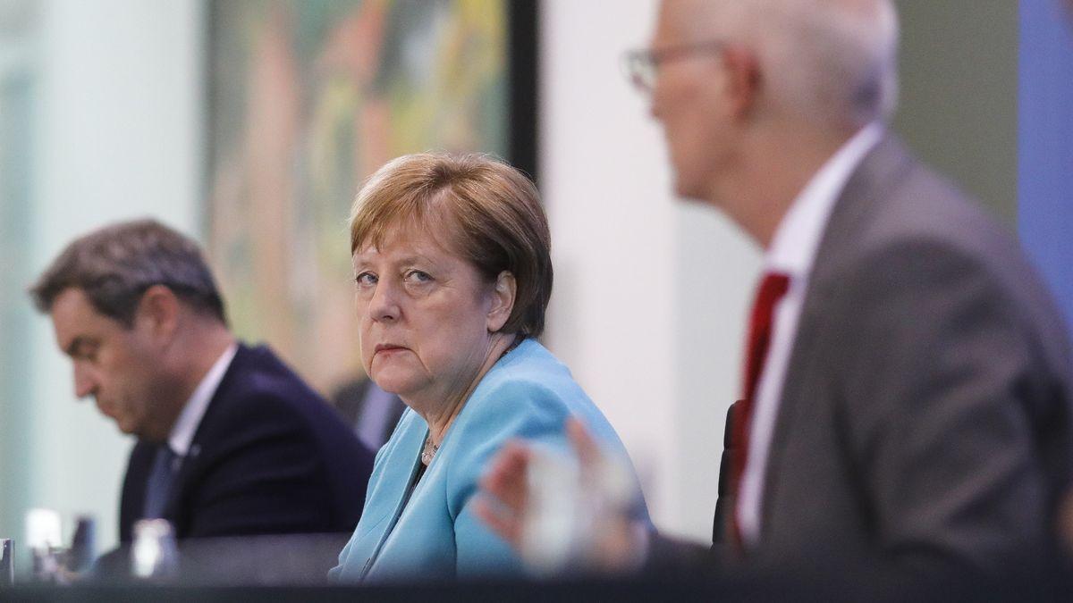 Bayerns Ministerpräsident Markus Söder (v. l.), Bundeskanzlerin Angela Merkel und Peter Tschentscher, Bürgermeister der Hansestadt Hamburg