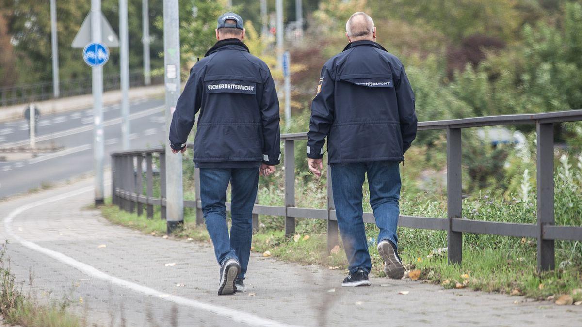 Symbolbild: Mitglieder der Sicherheitswacht unterwegs