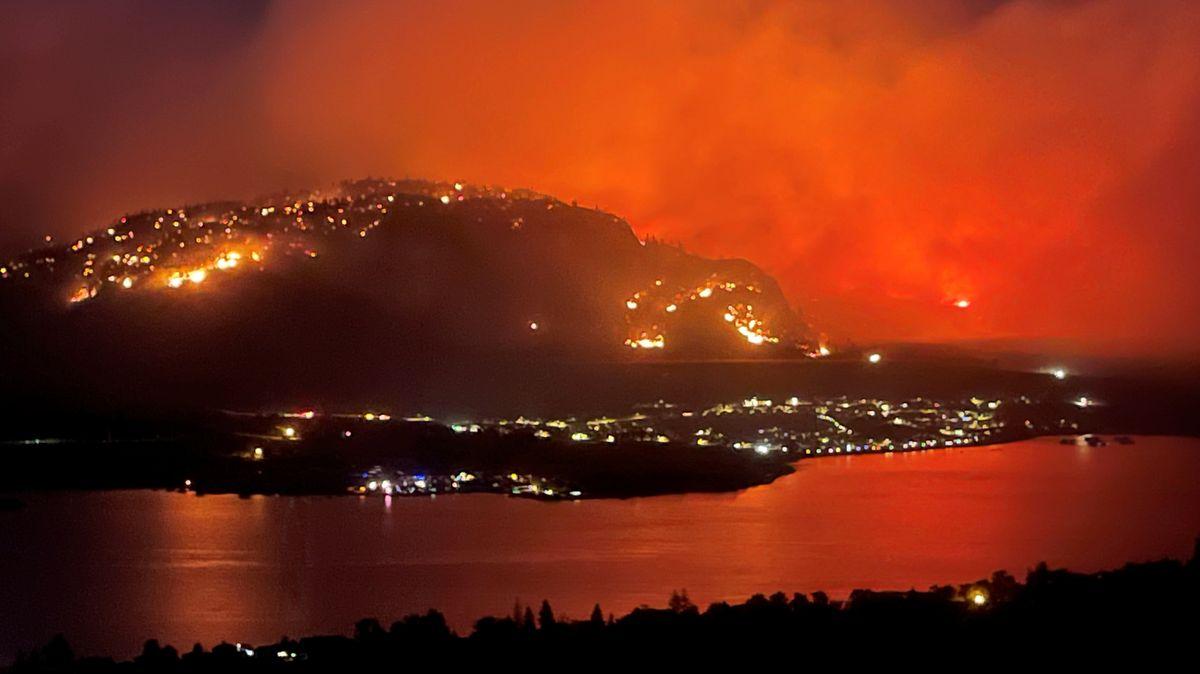 Waldbrände bei der Kleinstadt Osoyoos in British Columbia