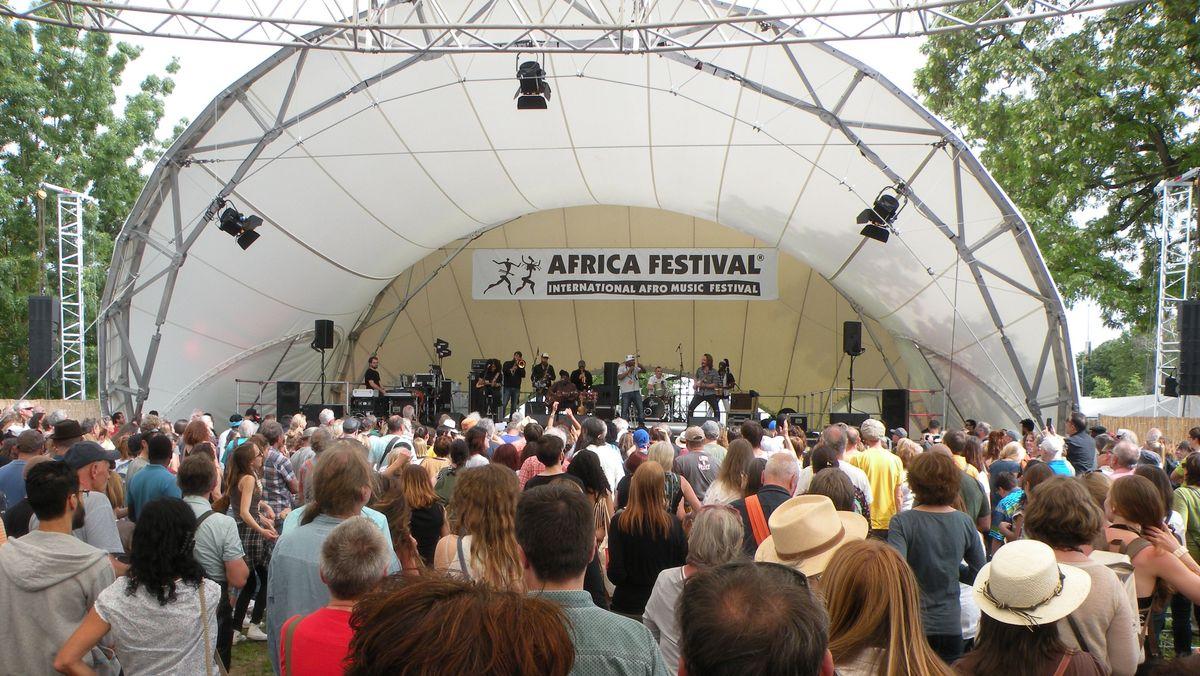Open-Air-Bühne auf dem Internationalen Africa Festival in Würzburg