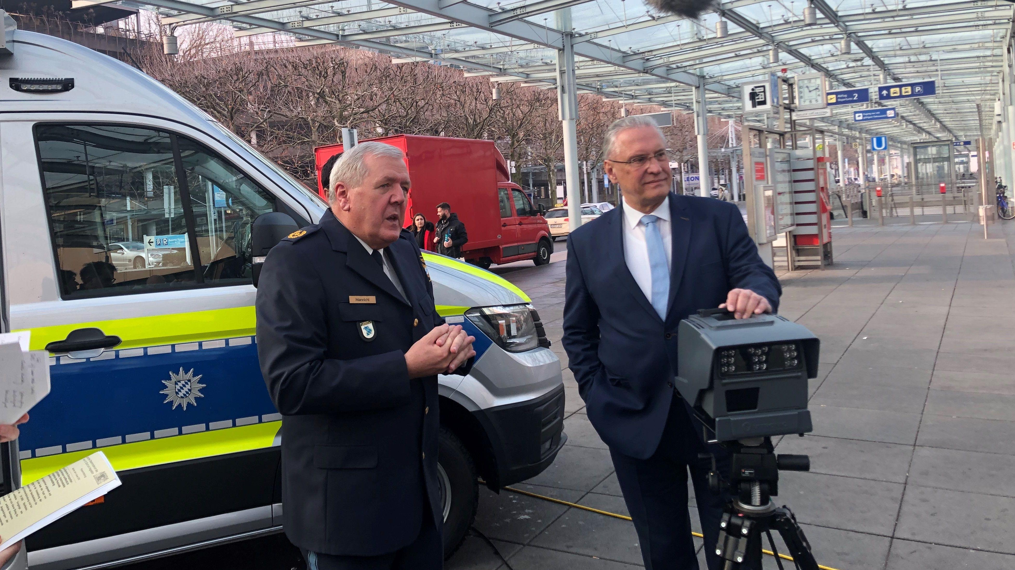 Pressekonferenz am Nürnberger Flughafen