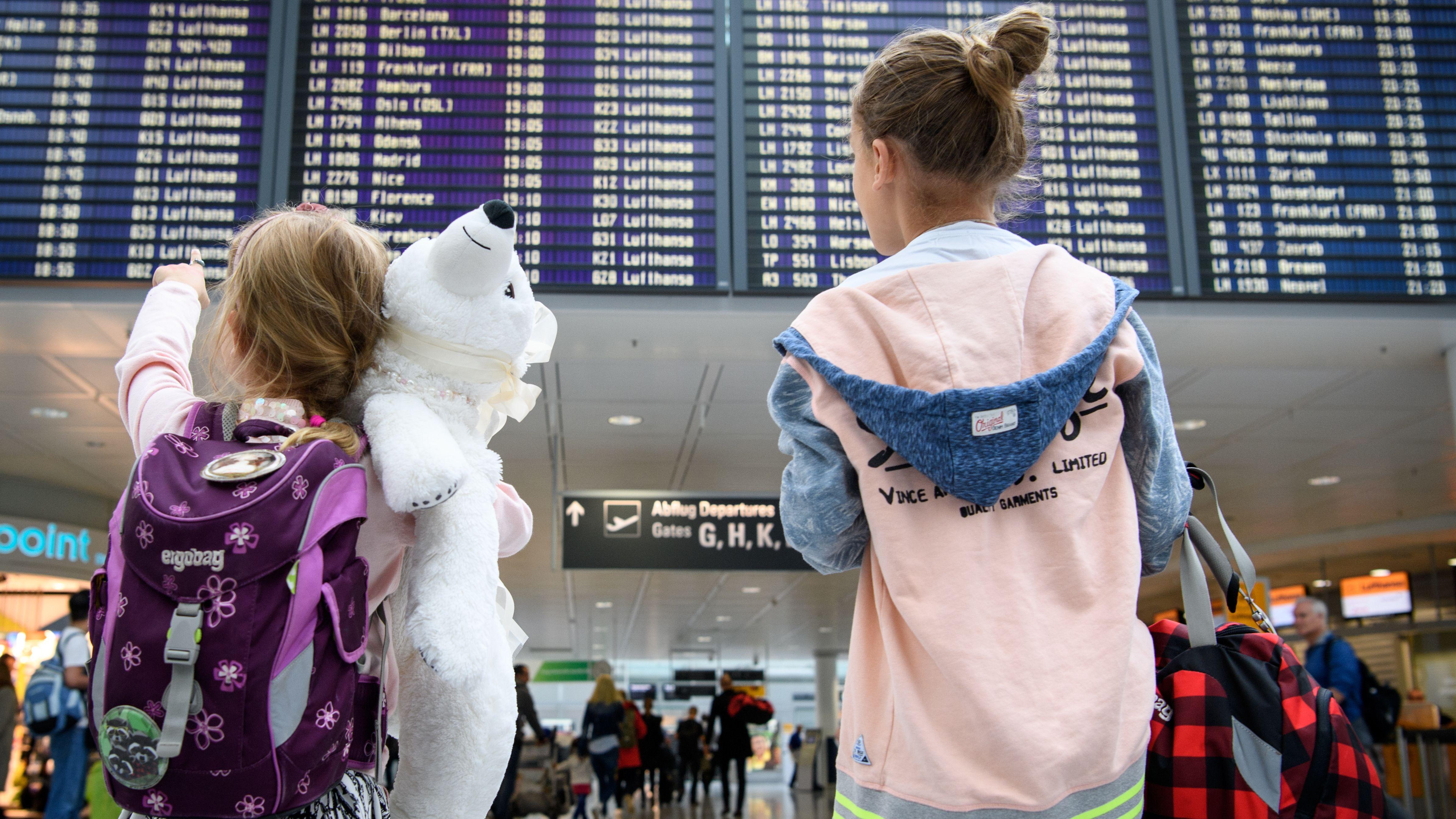 Reisende am Münchner Flughafen (Archivbild)