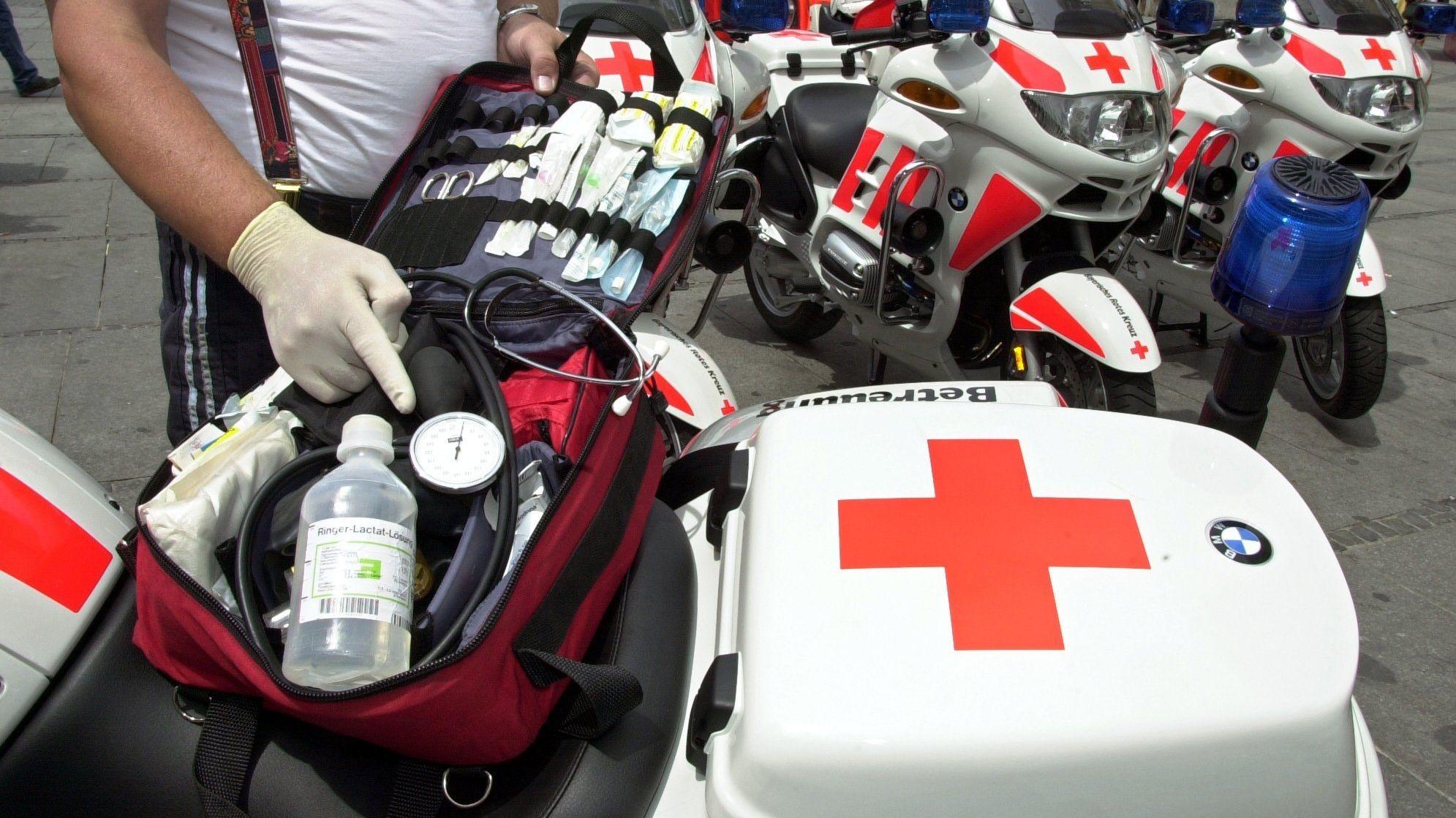 BRK Motorradhelfer mit Notfallkoffer