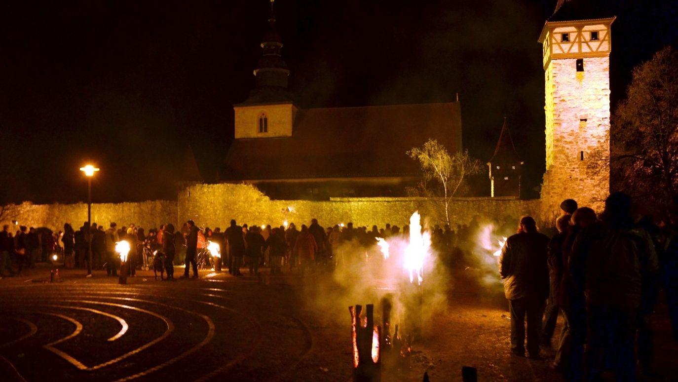 Kirchenburg in Flammen in Ostheim vor der Rhön