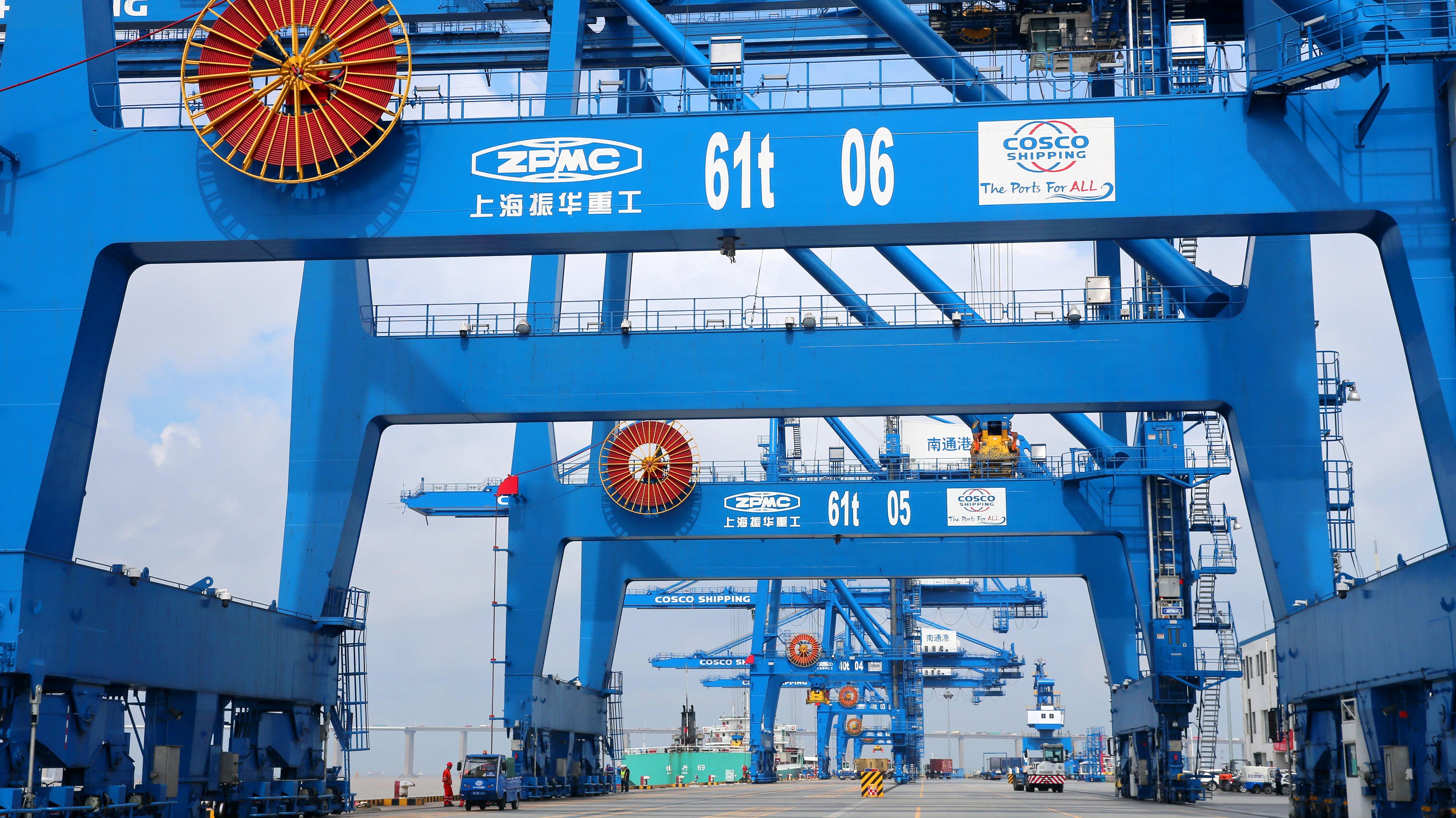 China, Nantong - Container-Terminal