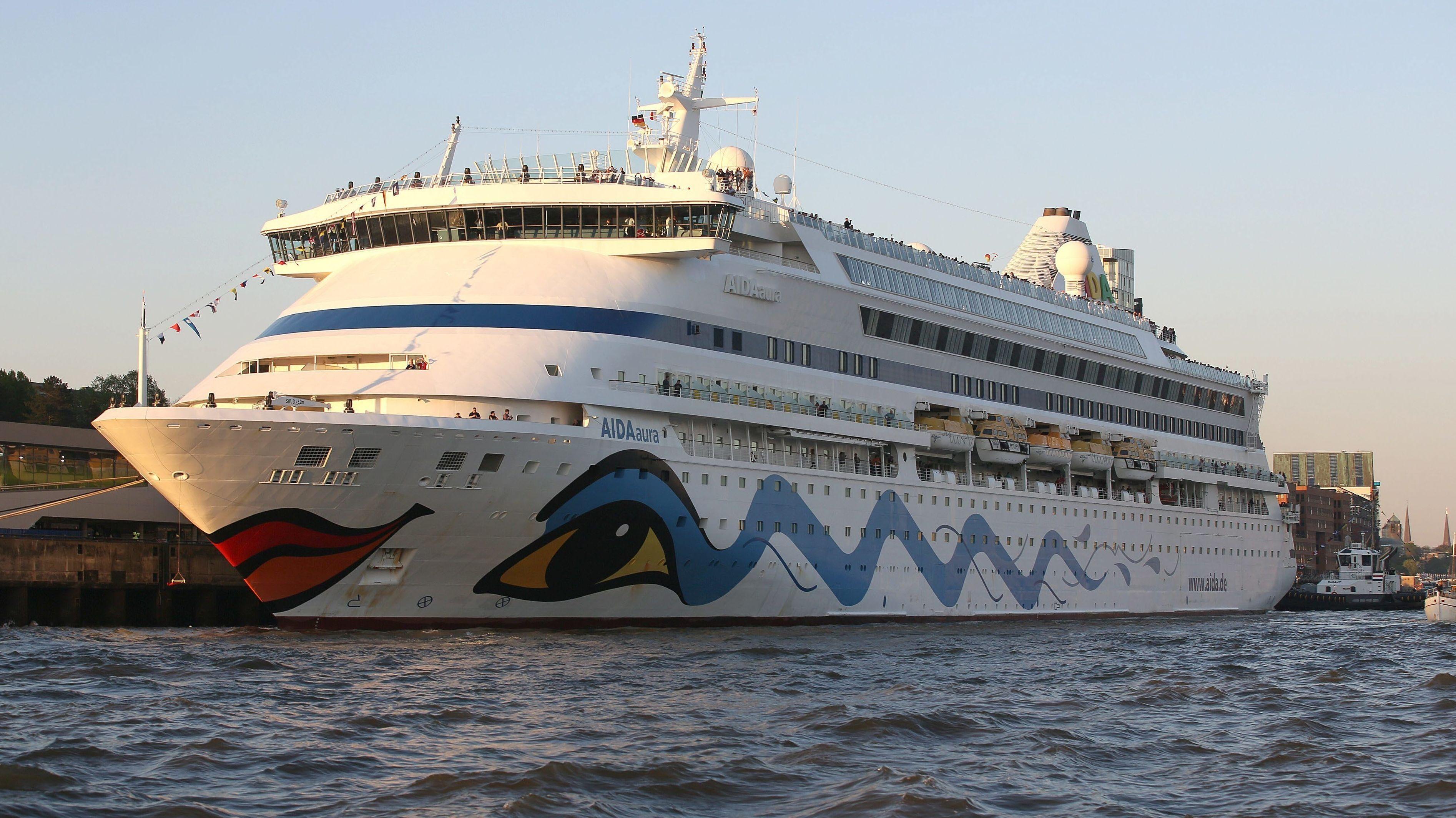 """Die """"Aida Aura"""" im Hafen von Hamburg (Archivbild)"""
