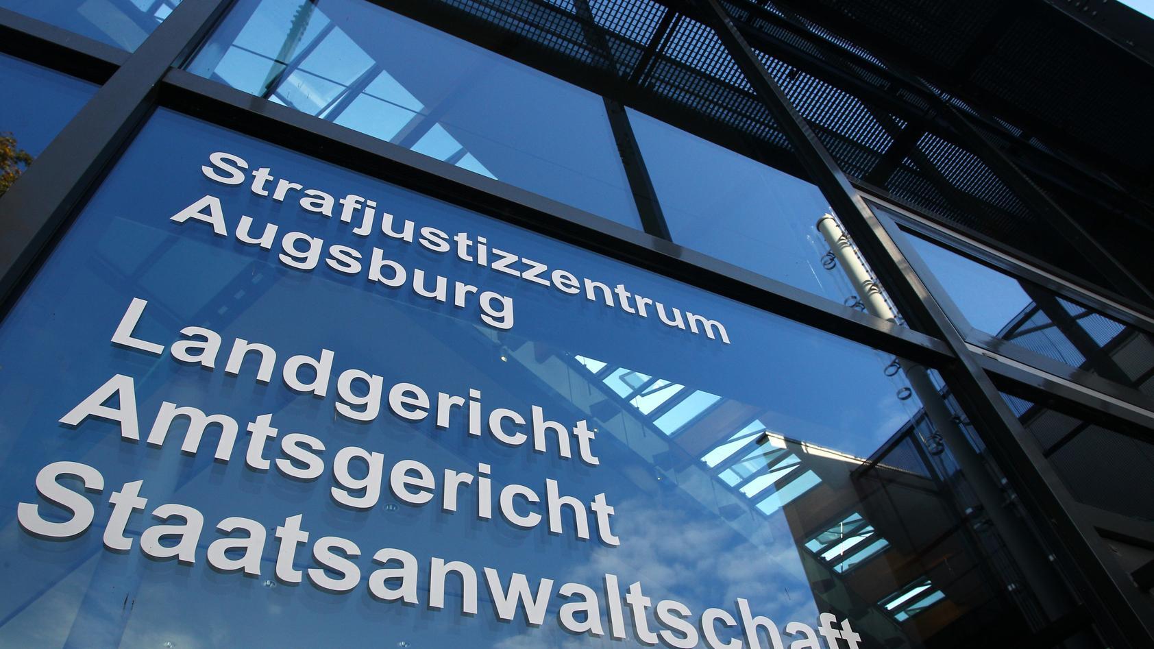 Bayern, Augsburg: Außenaufnahme des Strafjustizzentrums Augsburg.