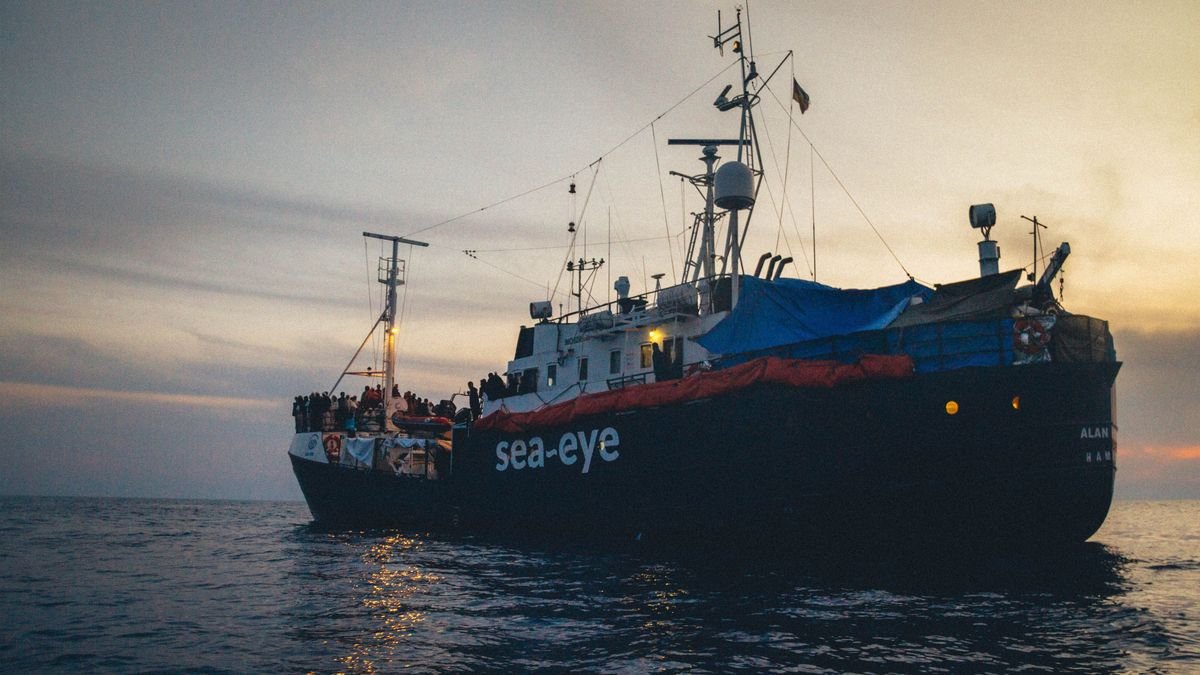"Flüchtlinge an Bord der ""Alan Kurdi"""