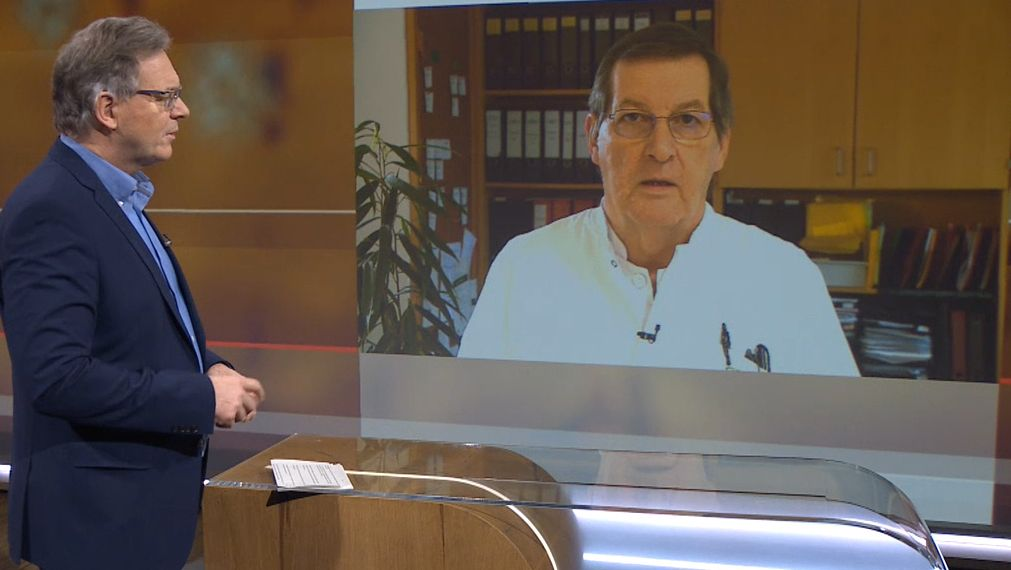 Moderator Charly Hilpert (links) mit Tropenmediziner August Stich (rechts)