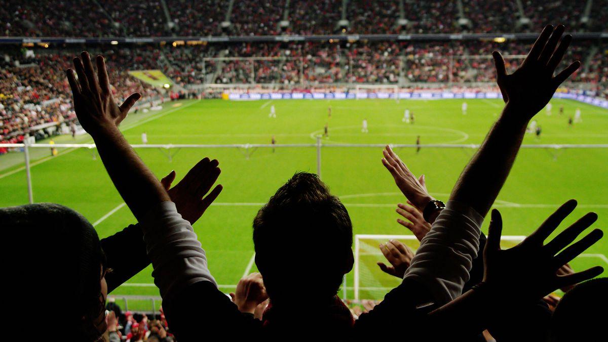 Torjubel in Fußball-Stadion