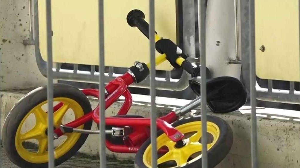 Kinderrad vor Kindertagesstätte
