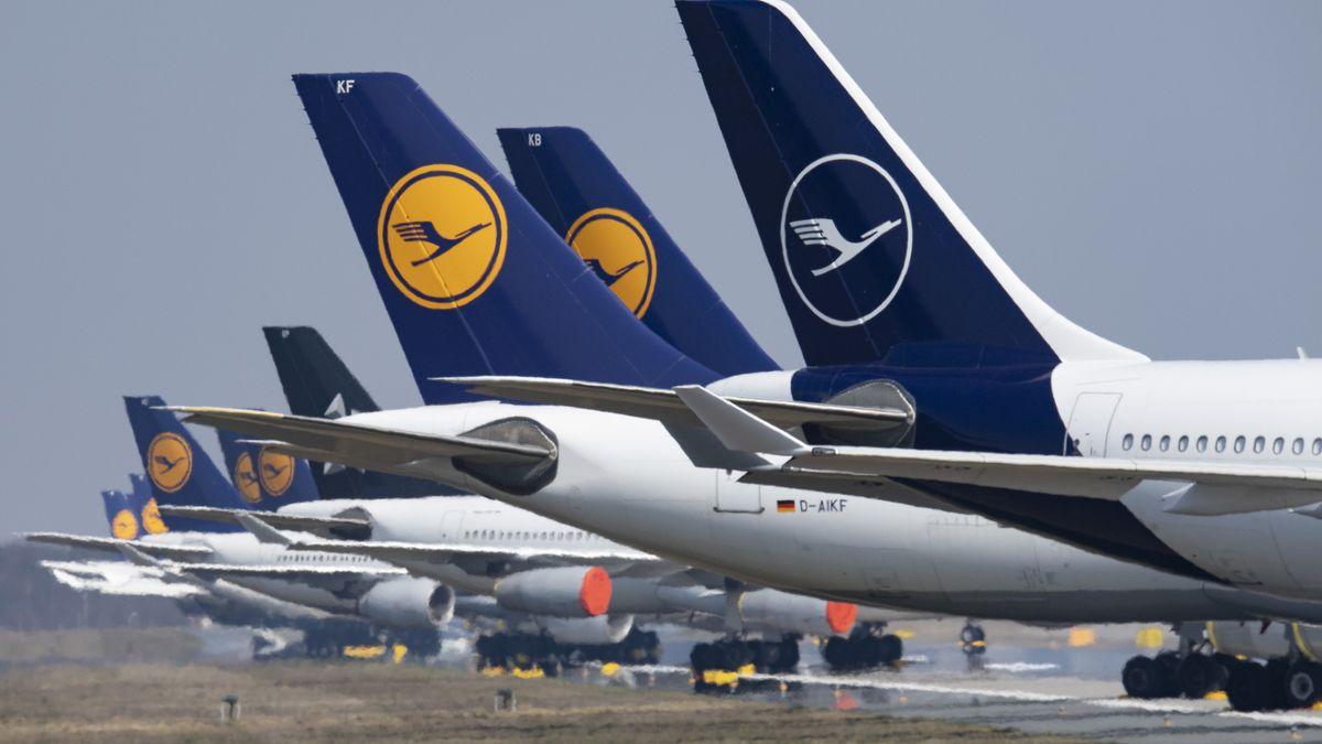 Stillgelegte Flugzeuge der Lufthansa am Frankfurter Flughafen (Archivbild)
