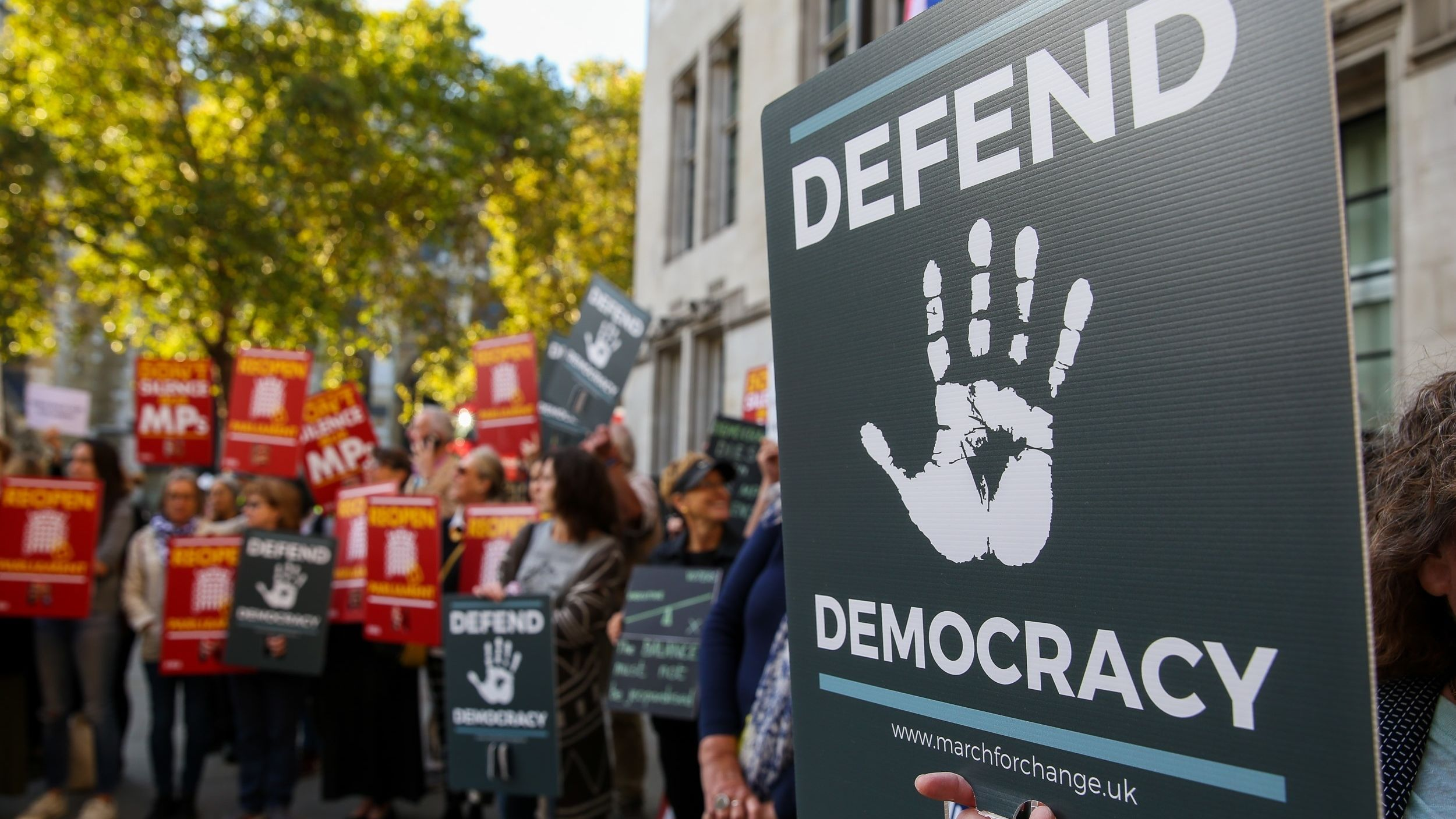 Demonstranten vor dem  Supreme Court in London