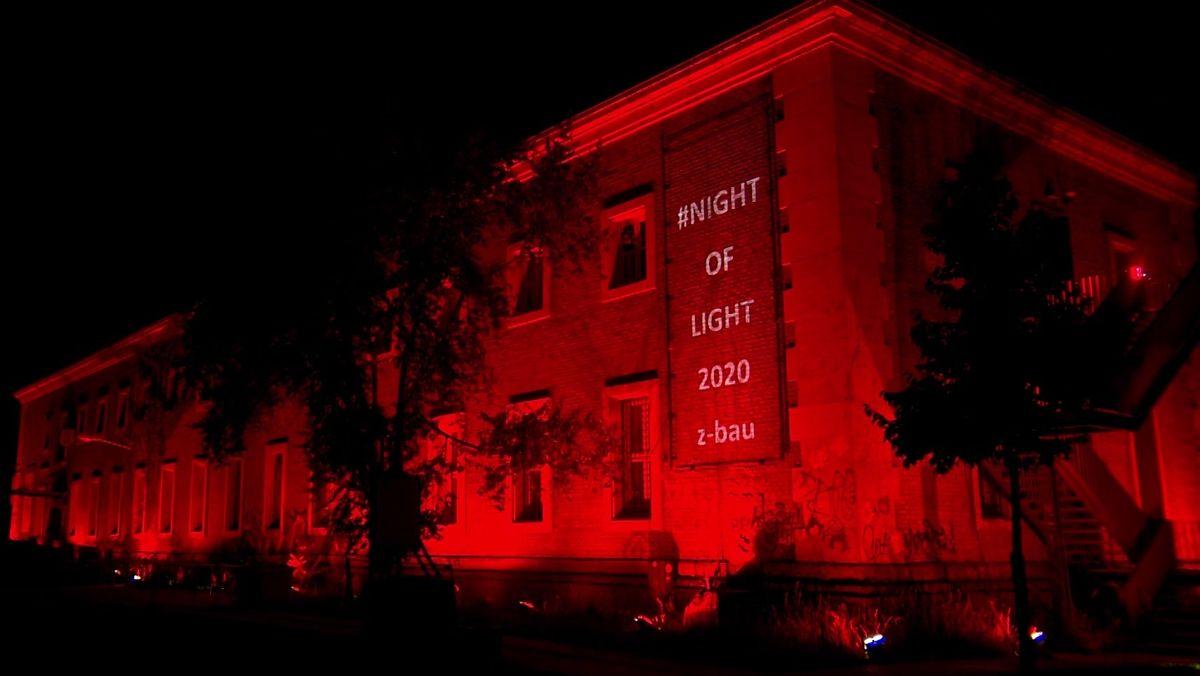 """Heute Nacht waren zahlreiche Gebäude in Mitttelfranken rot erleuchtet. Dies war Teil der bundesweiten Aktion """"Night of Light"""" - ein Appell und Hilferuf für die Veranstalterwirtschaft, gerichtet an die Politik."""