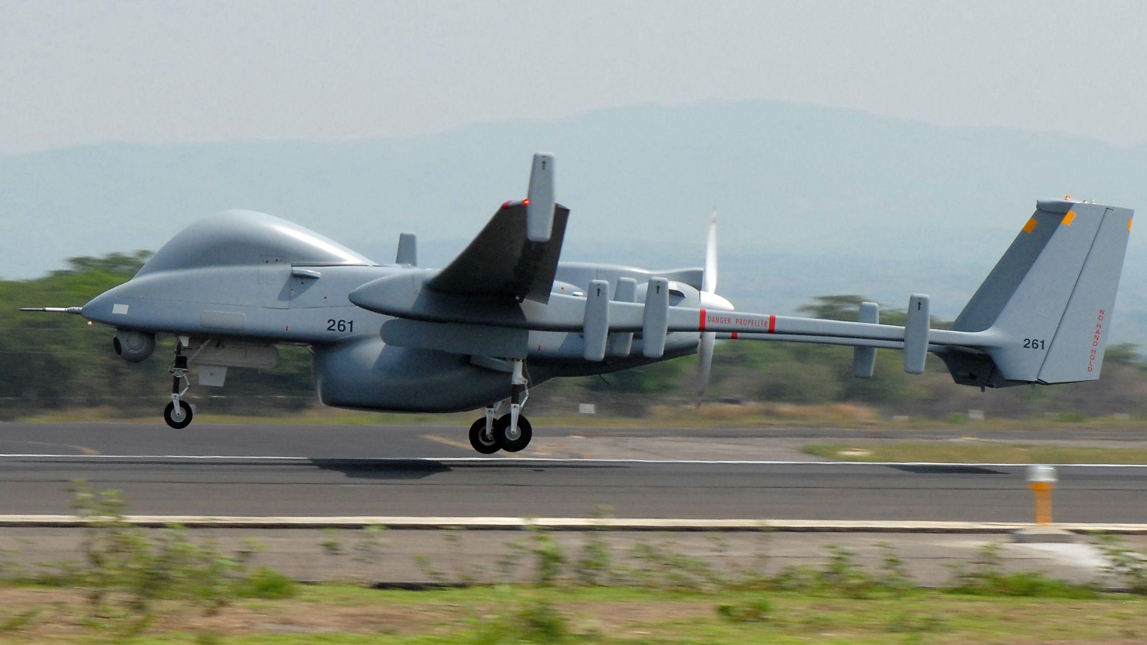 Drohne Heron TP beim Start