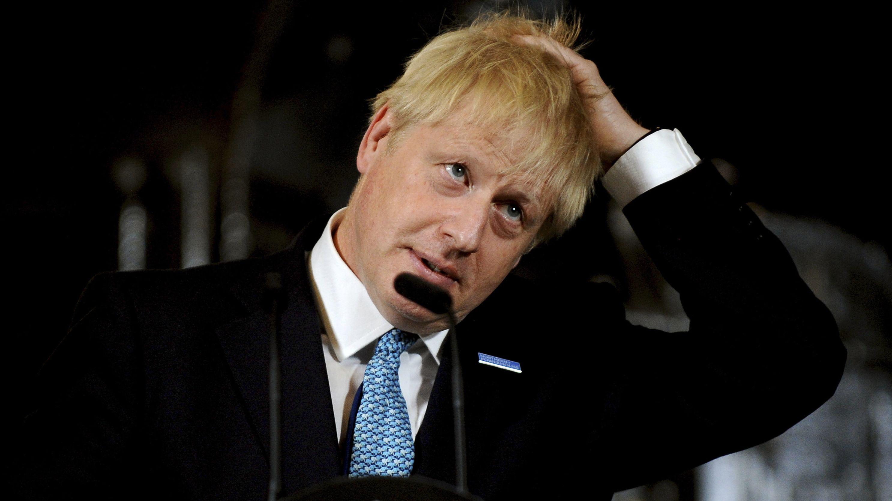 Boris Johnson rauft sich die Haare