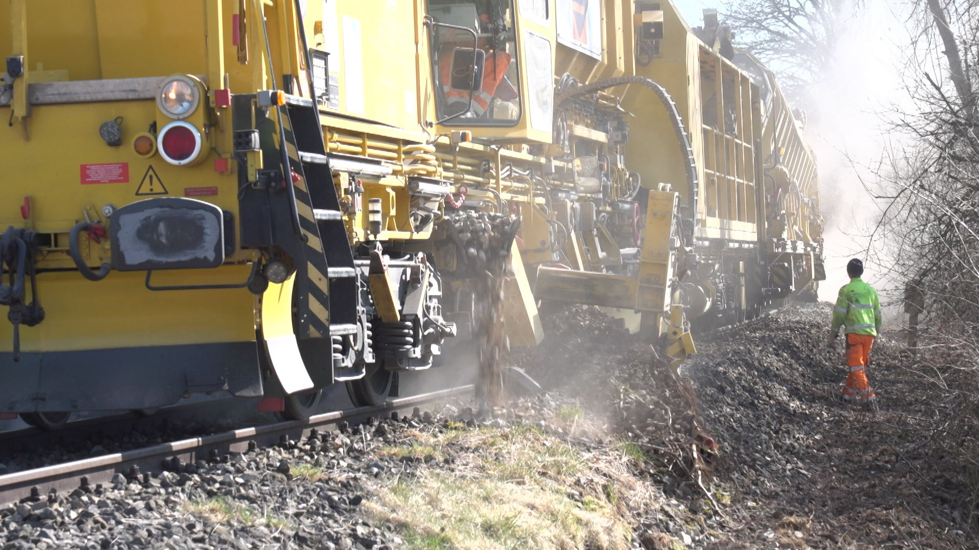 Gleisstopfmaschine in Wilburgstetten im Einsatz