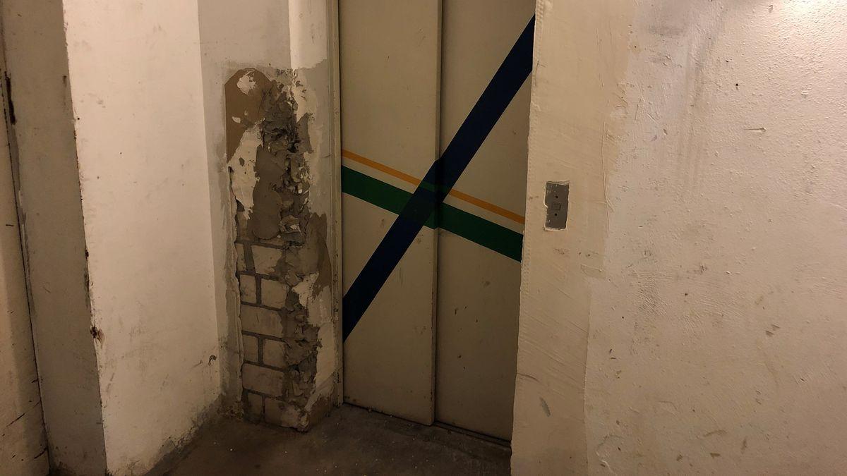 Ein seit Jahren abgeschalteter Aufzug