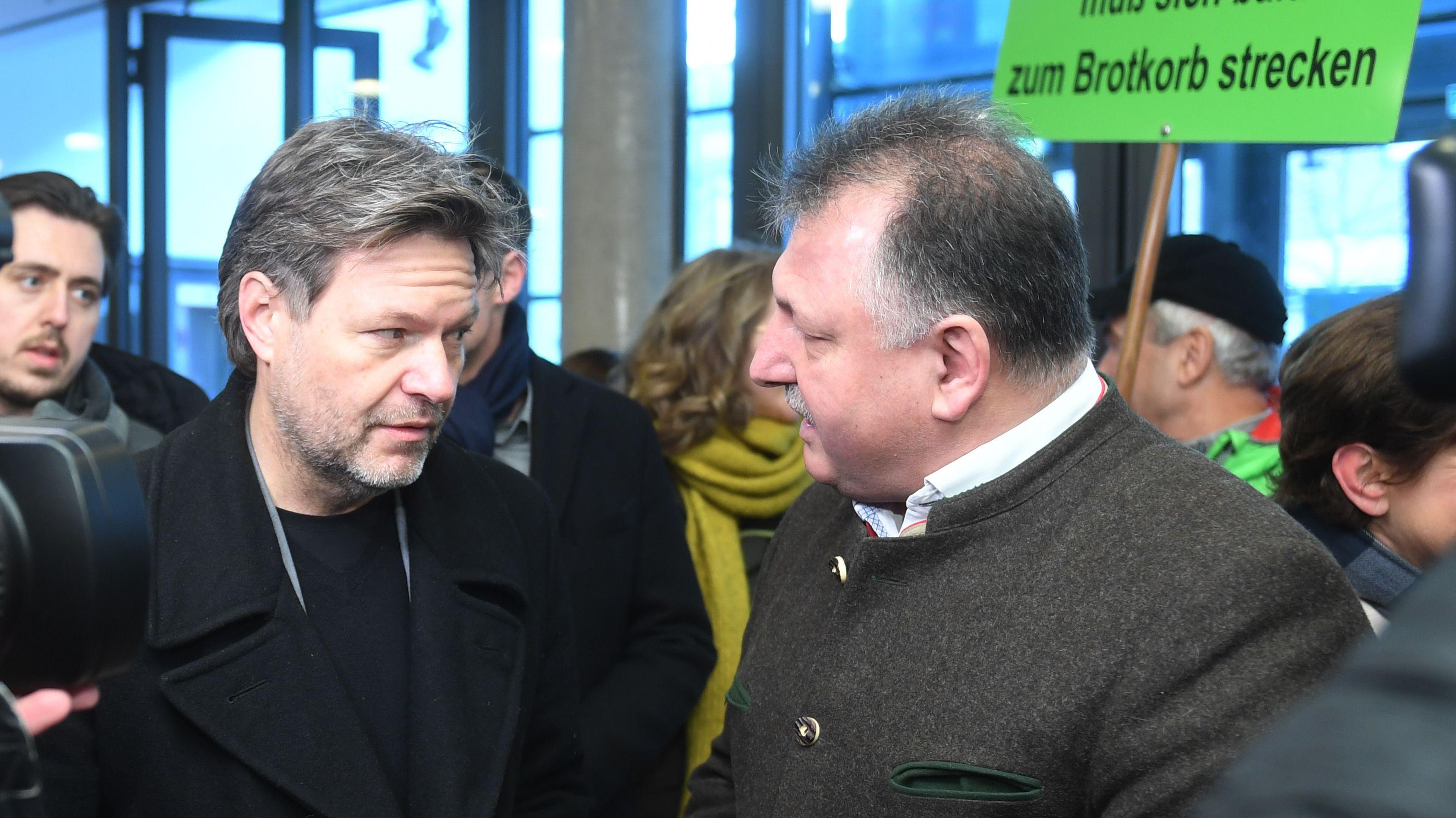 Bauern-Proteste in Landshut, mit dabei Grünen-Chef Habeck