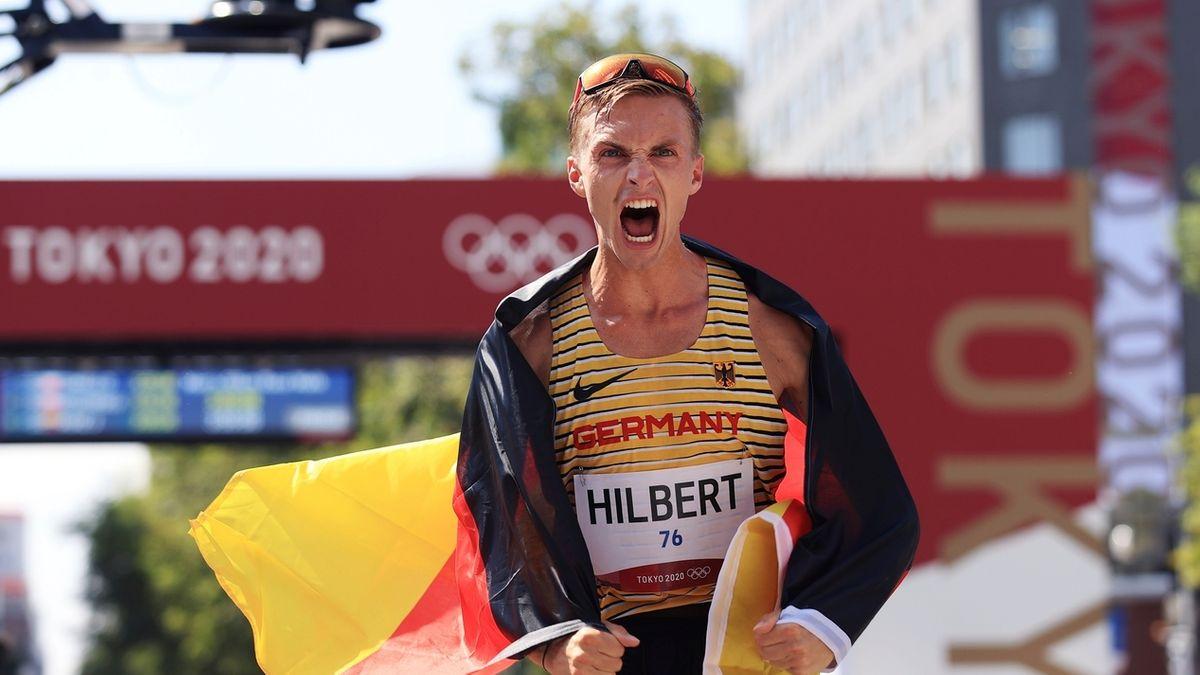Geher Jonathan Hilbert nach dem Gewinn der olympischen Silbermedaille