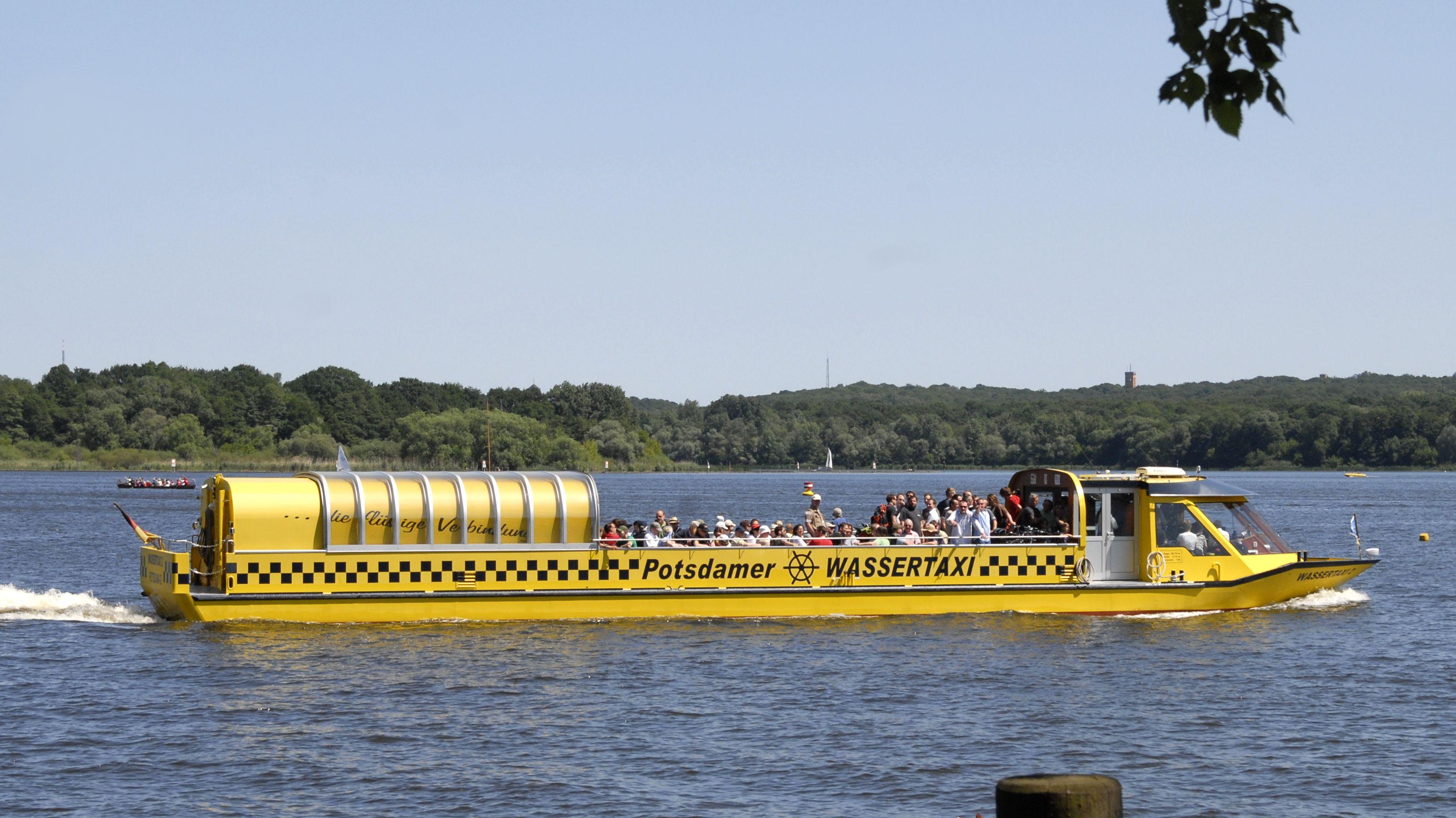 Ein Wassertaxi auf der Havel in Potsdam