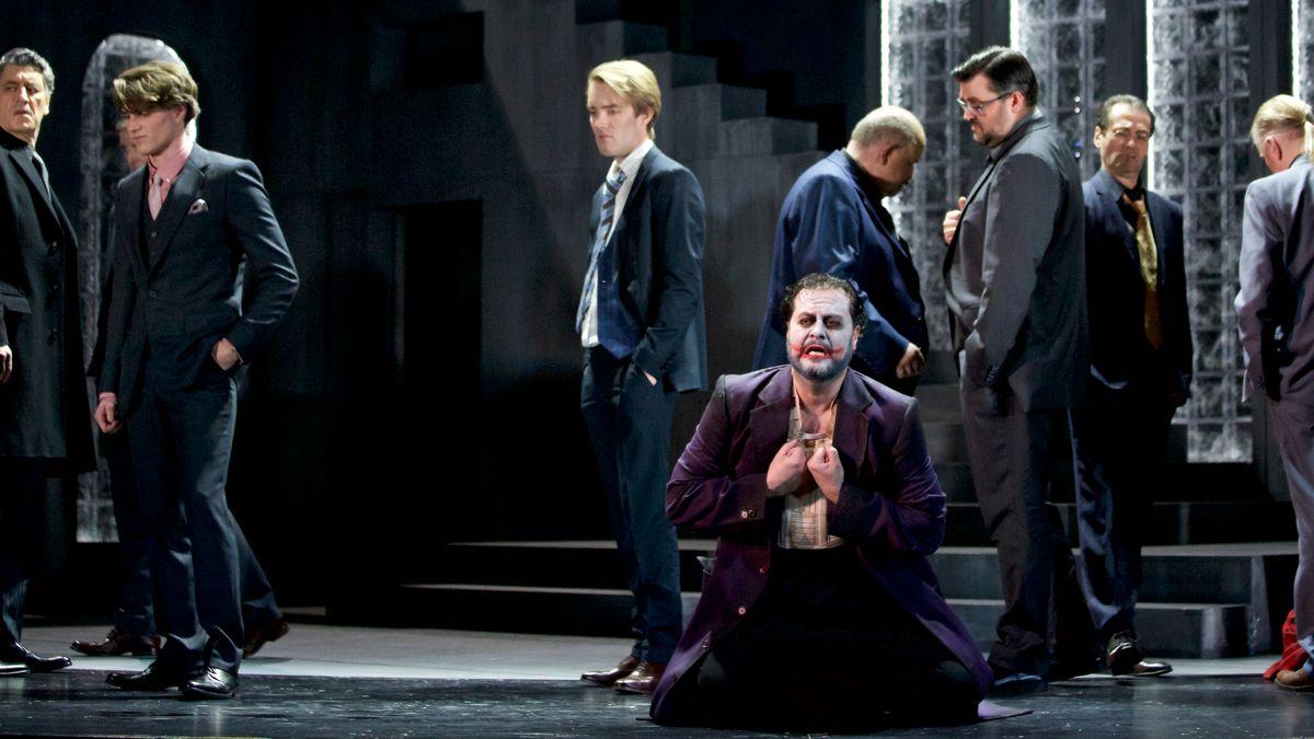 Rigoletto, allein unter vielen
