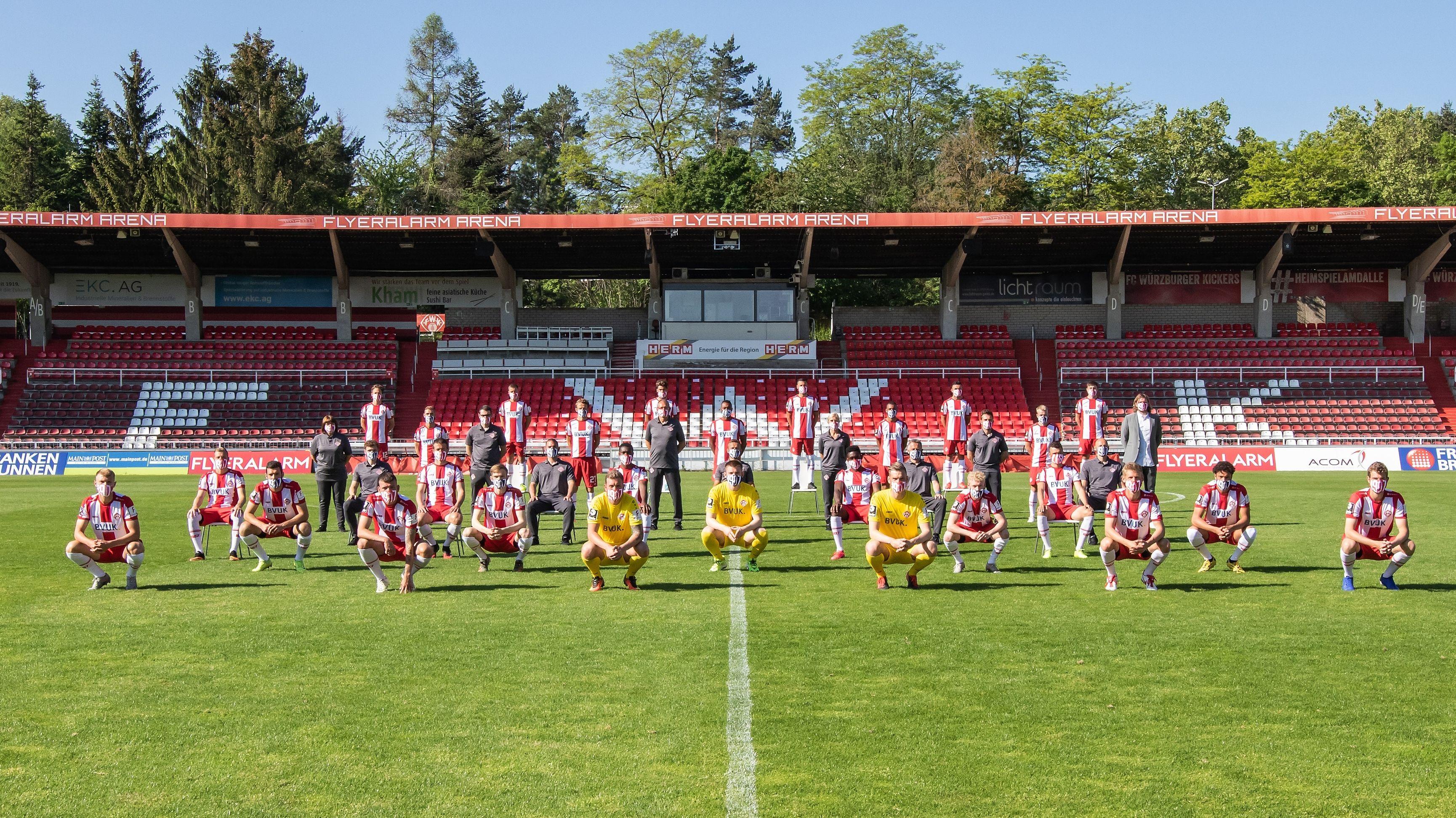 Mannschaftsfoto der Würzburger Kickers in der Coronakrise