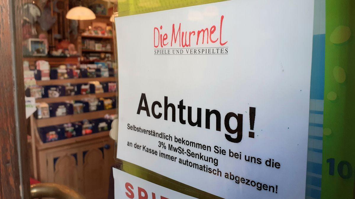 Würzburger Spielwarengeschäft kündigt Berücksichtigung der Mehrwertsteuer-Senkung an.