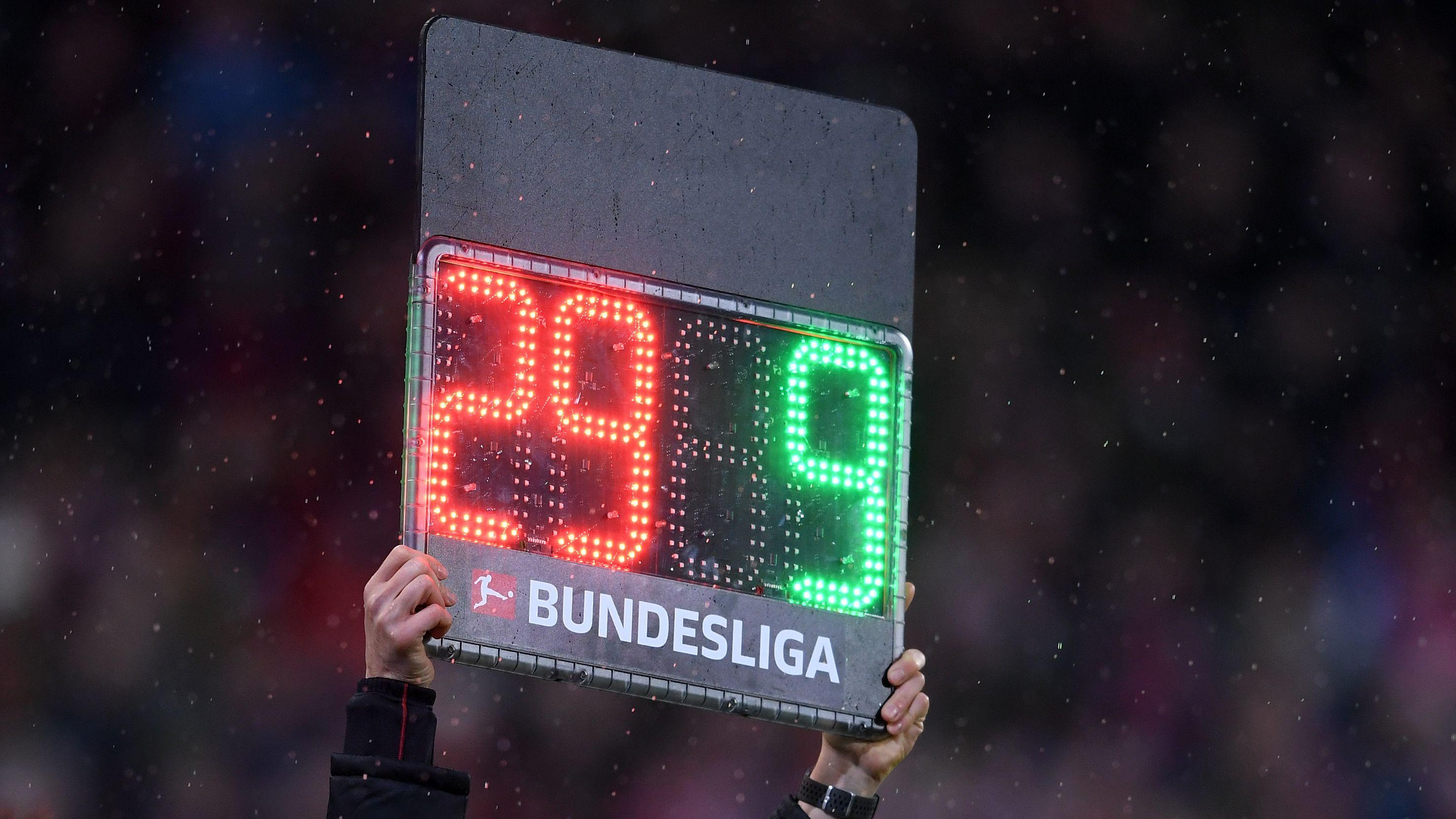 Auswechseltafel in einem Bundesligaspiel