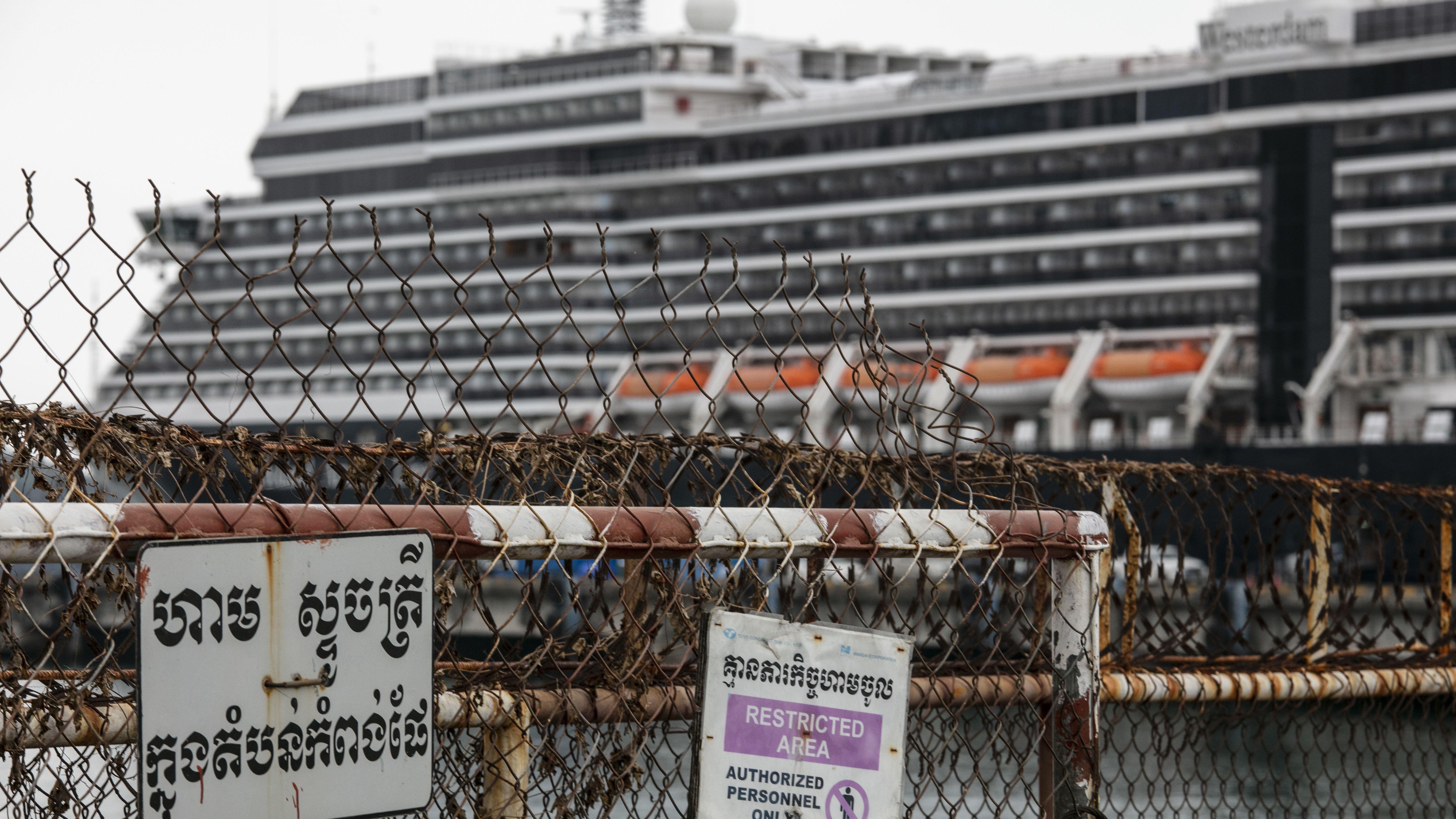 MS Westerdam im Hafen von Sihanoukville in Kambodscha