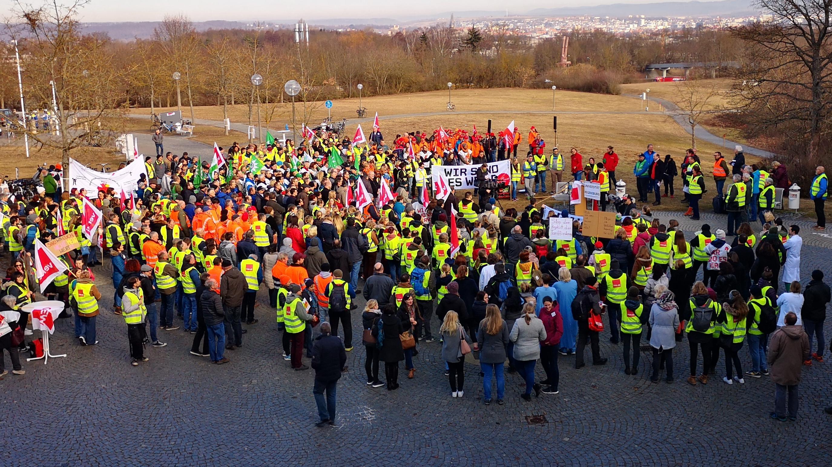 Streikende an der Uniklinik Regensburg