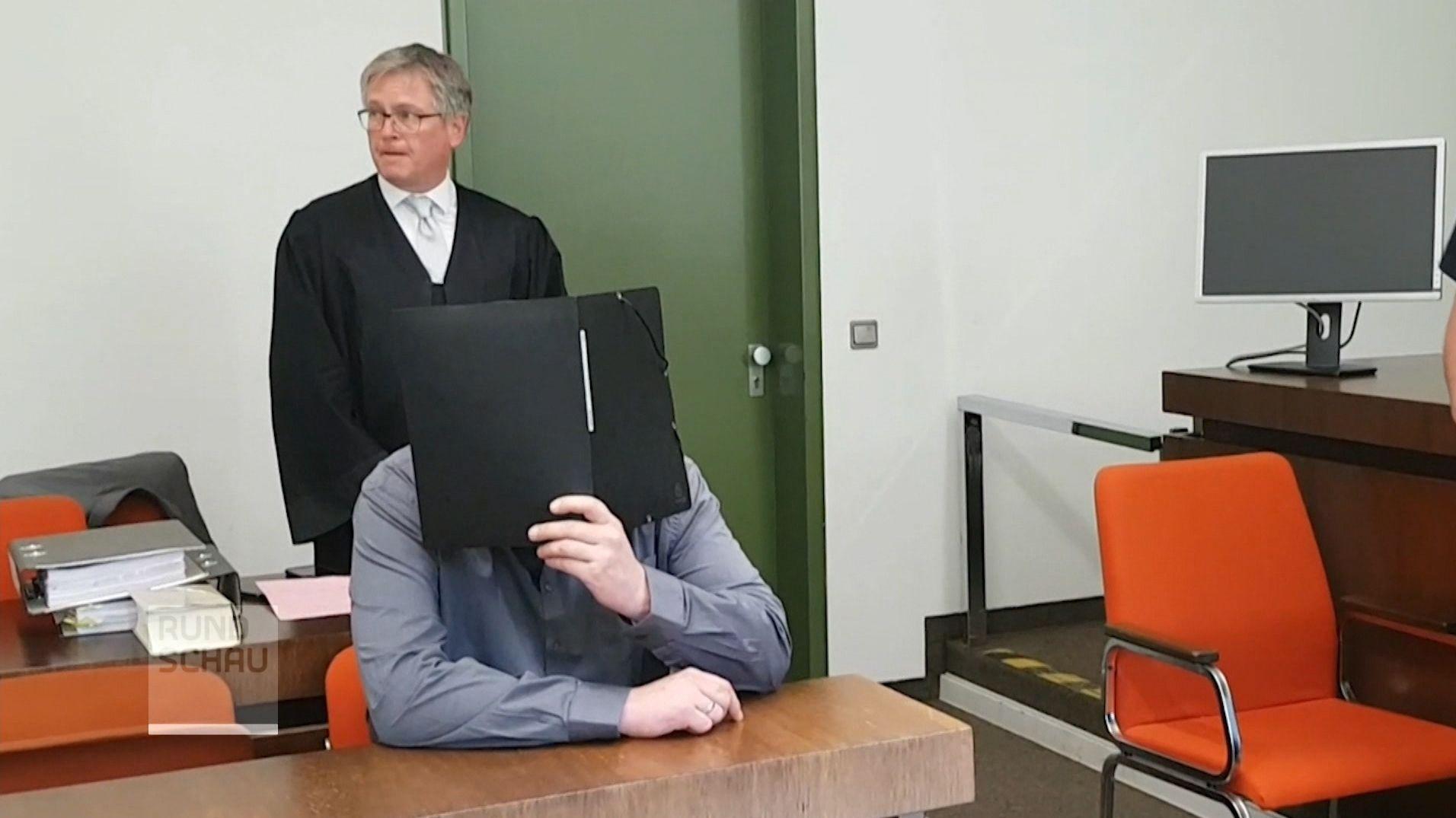 Der Prozess um den tödlichen Wiesn-Streit hat mit einem Geständnis des Angeklagten begonnen.