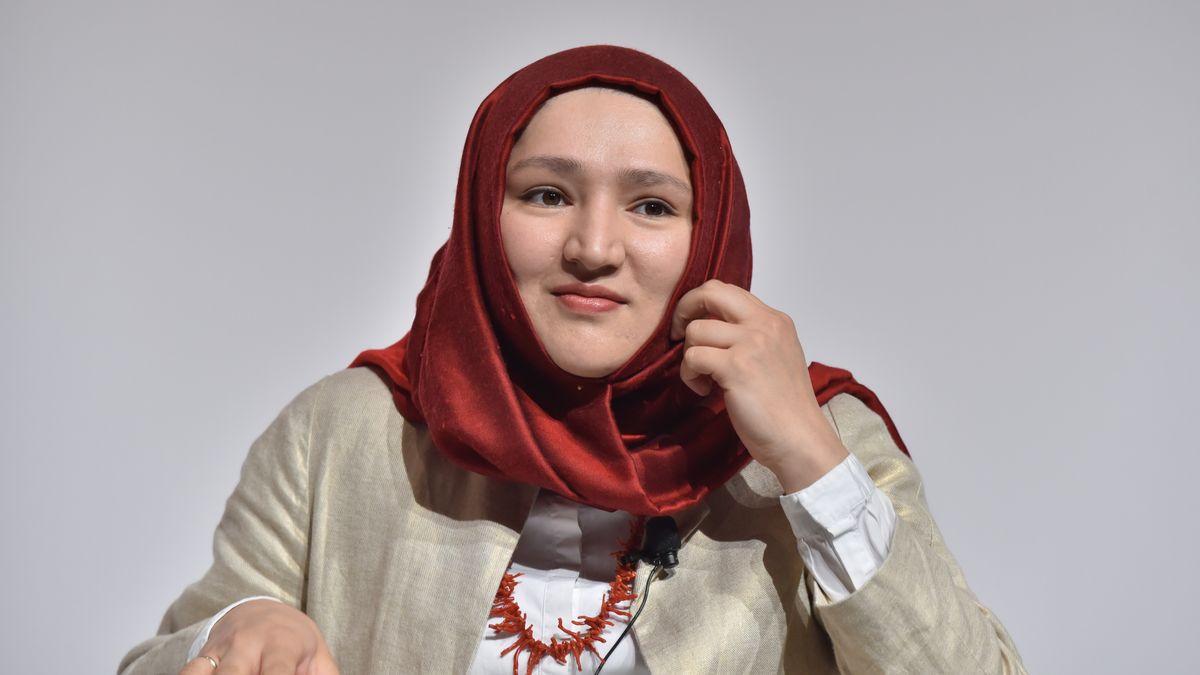 Die Netz-Aktivistin ist eine von drei Autorinnen der deutschen Gedicht-Version.