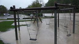 Überschwemmter Spielssplatz | Bild:BR
