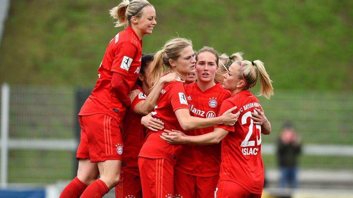 Jubelnde Spielerinnen FC Bayern