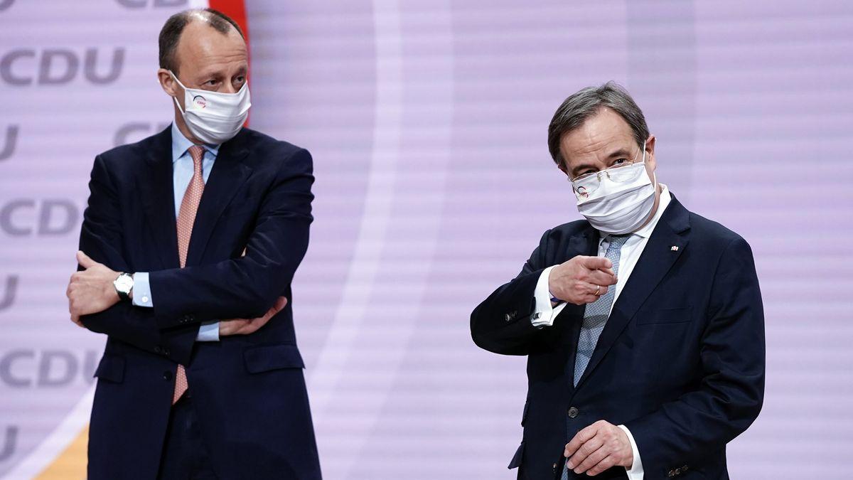 Friedrich Merz (l) und Armin Laschet beim digitalen Bundesparteitag der CDU