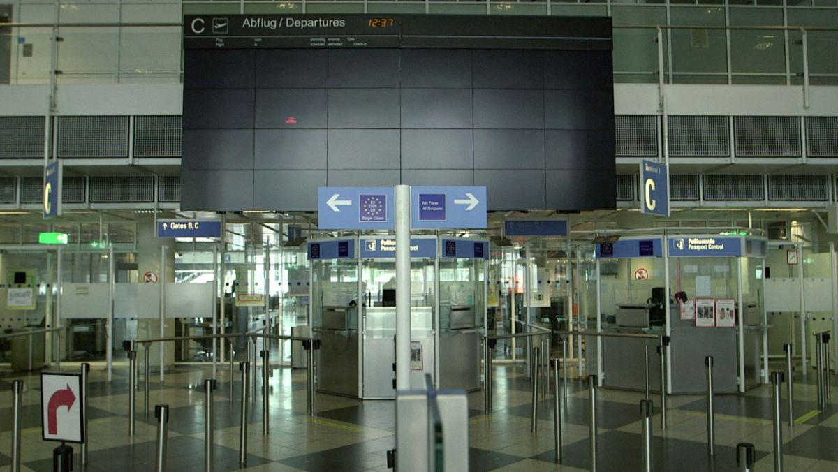 Der Münchner Flughafen von innen - menschenleer.