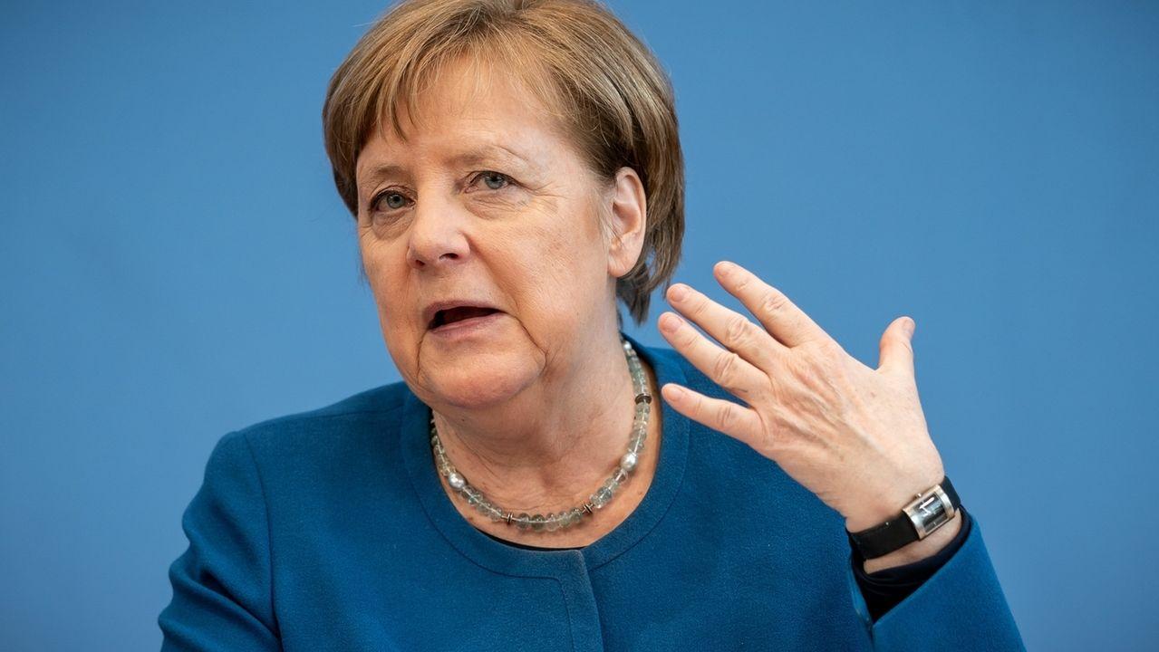 Bundeskanzlerin Angela Merkel, CDU, spricht bei der Bundespressekonferenz zu Maßnahmen gegen die Ausbreitung des Coronavirus'