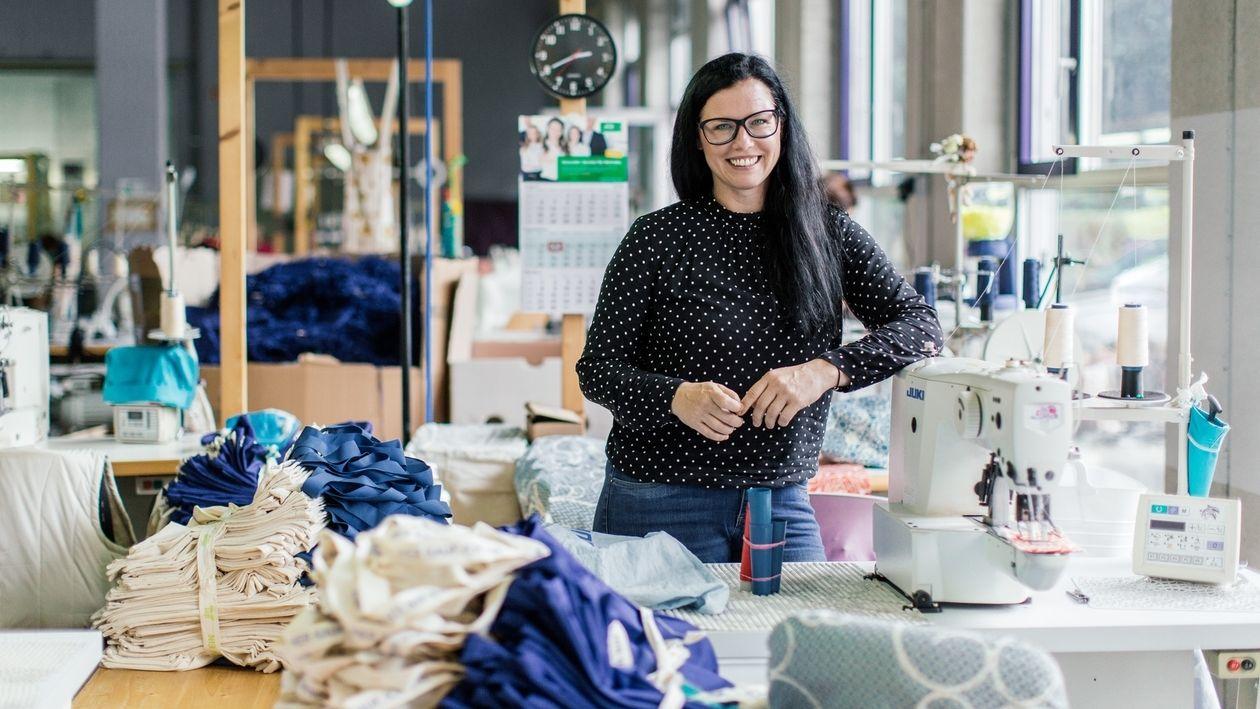"""Sina Trinkwalder in ihrer Textilunternehmen """"Manomama"""""""