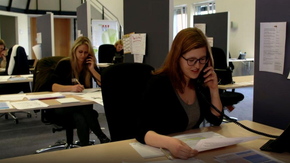 Mitarbeiterinnen des Würzburger Bürgertelefons bei der Arbeit