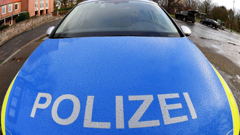 Ein Polizeiauto von vorne