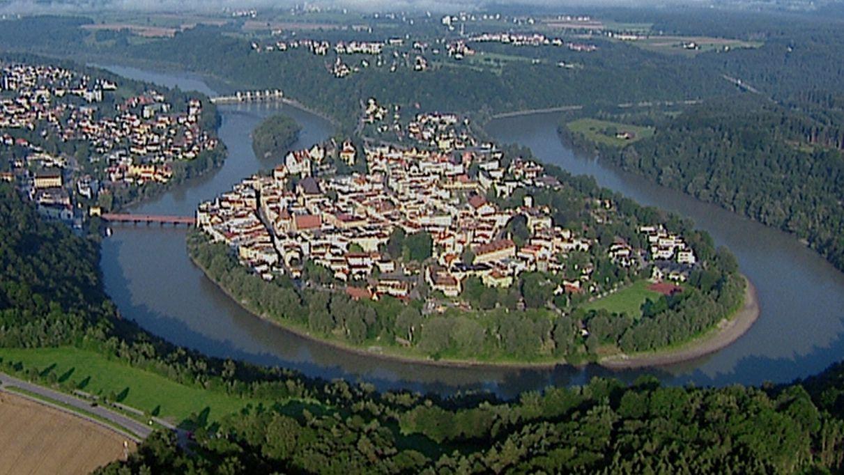 Luftaufnahme: Blick auf Wasserburg am Inn
