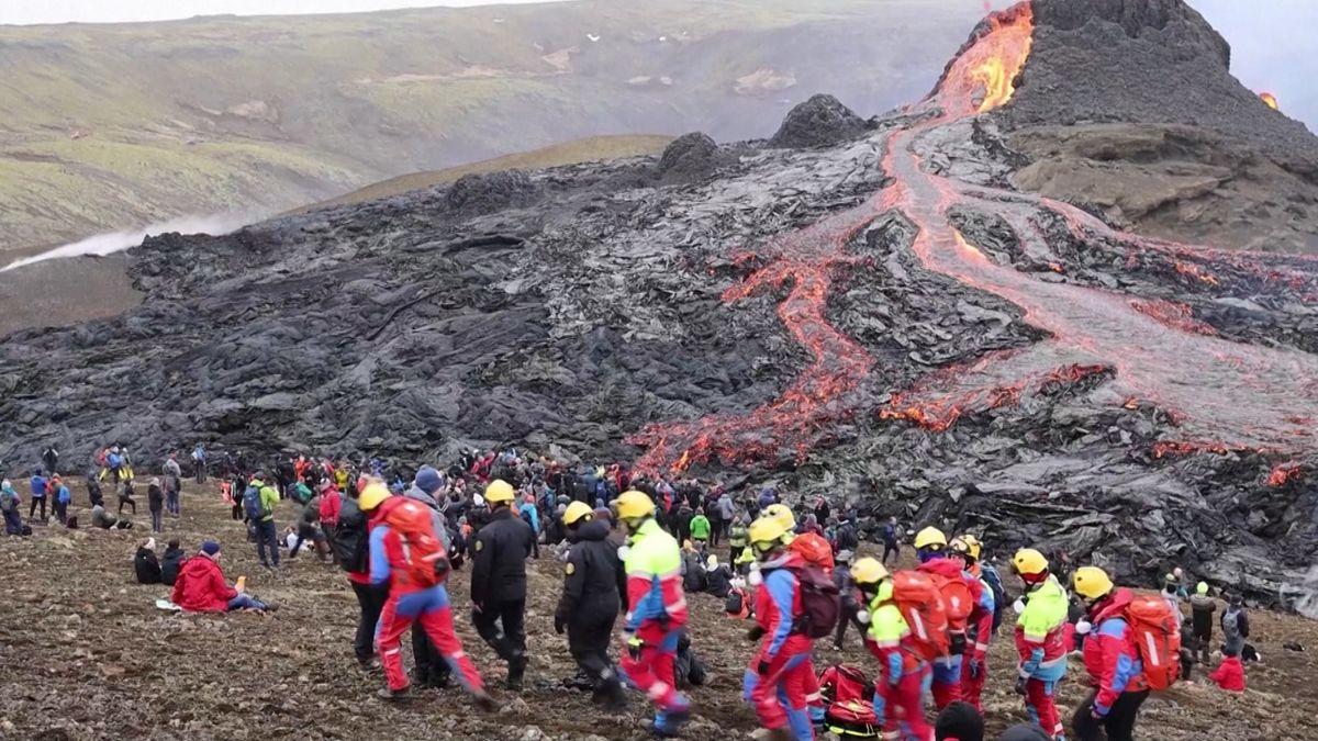 Vulkanausbruch in Island zieht zahlreiche Schaulustige an