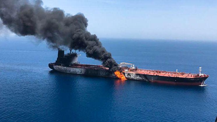 Brennender Tanker im Golf von Oman.