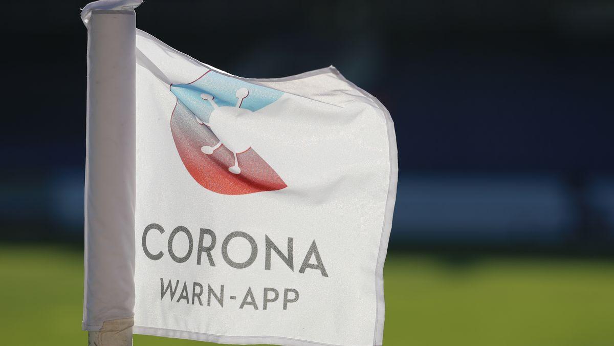 Fahne mit Logo von Corona-Warn-App